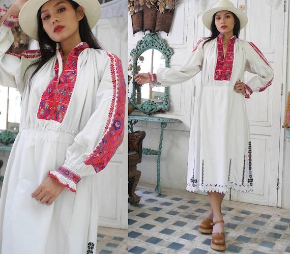 Rare  1930 Antique Embroidered Romanian Dress , Tr