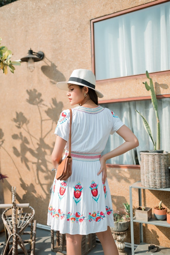 Vintage Mexican Dress, Floral Embroidered Dress - image 6