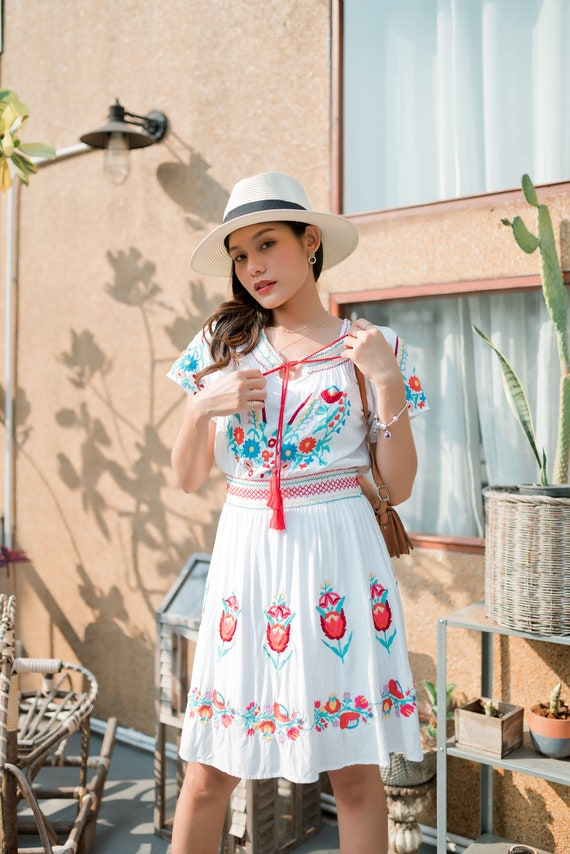 Vintage Mexican Dress, Floral Embroidered Dress - image 2