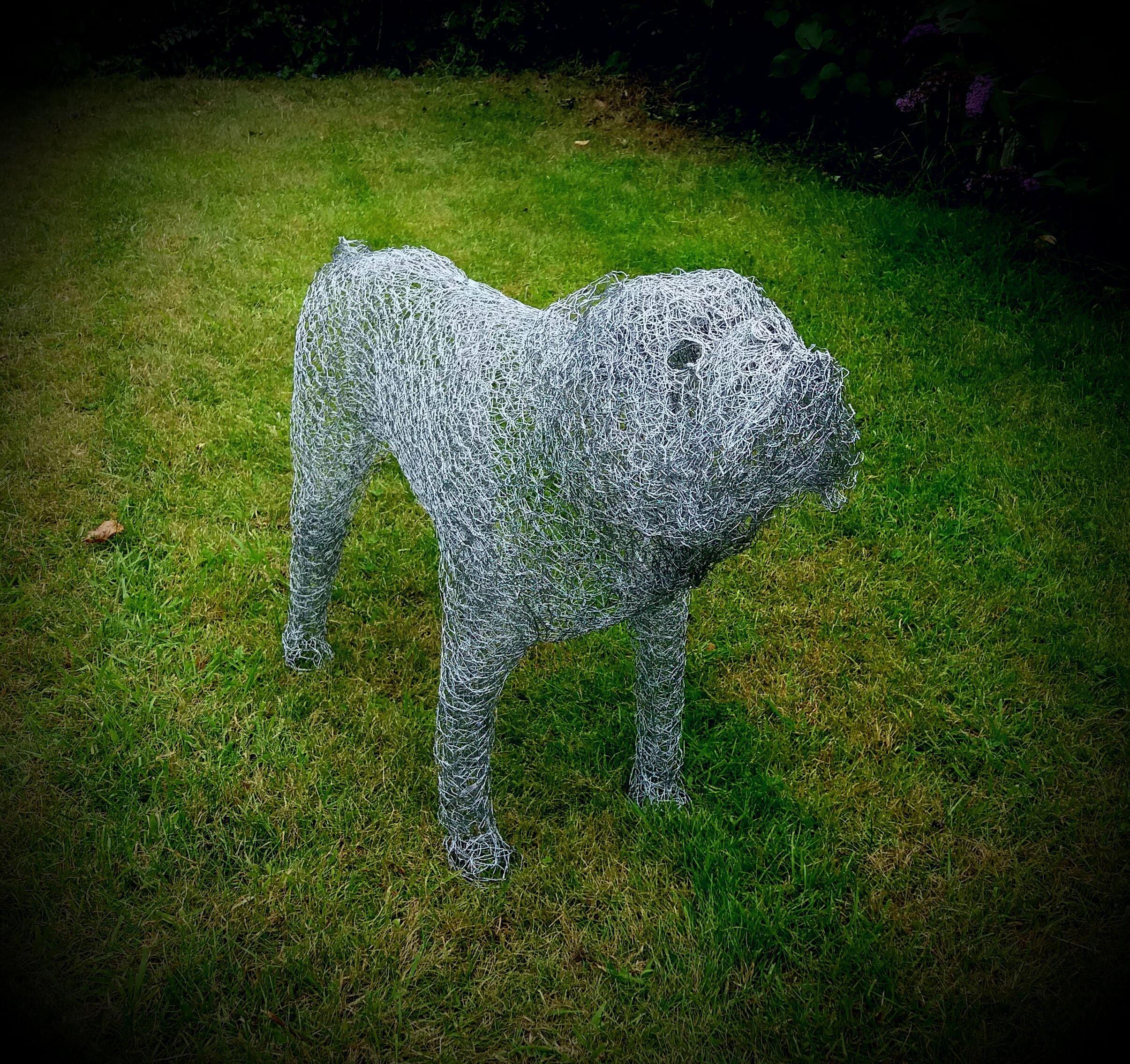 sculpture en grillage poule bulldog anglais la main etsy. Black Bedroom Furniture Sets. Home Design Ideas