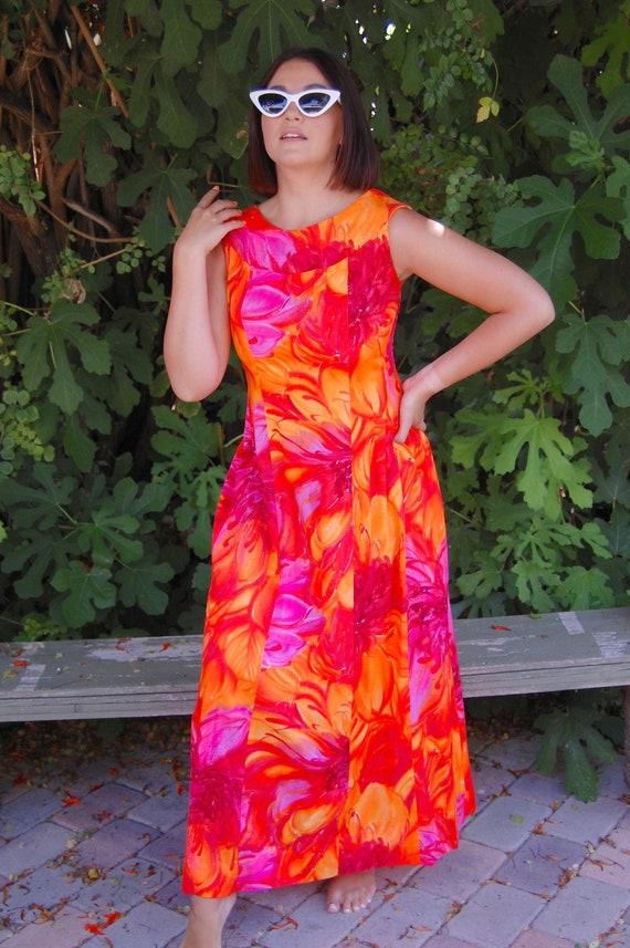 Vintage 1960s Waltah Clarke's Hawaiian Maxi Dress