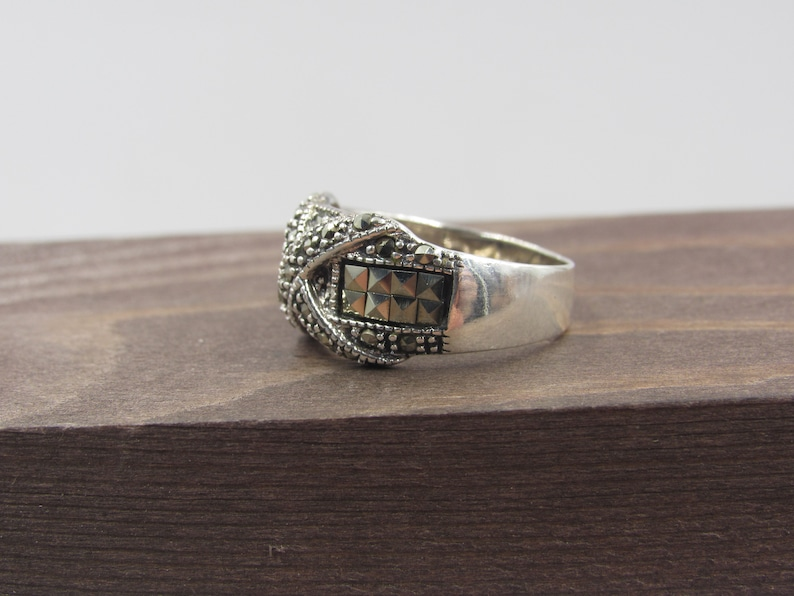 Size 6.75 Sterling Silver Green Marcasite X Band Ring Vintage Statement Engagement Wedding Promise Anniversary Cocktail Everyday Cool Cute