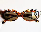 NOUVELLE VAGUE vintage sunglasses rare oval tortoise brown cateye diva venetian mask wrap rimless burlesque baroque rockabilly Rihanna 90s