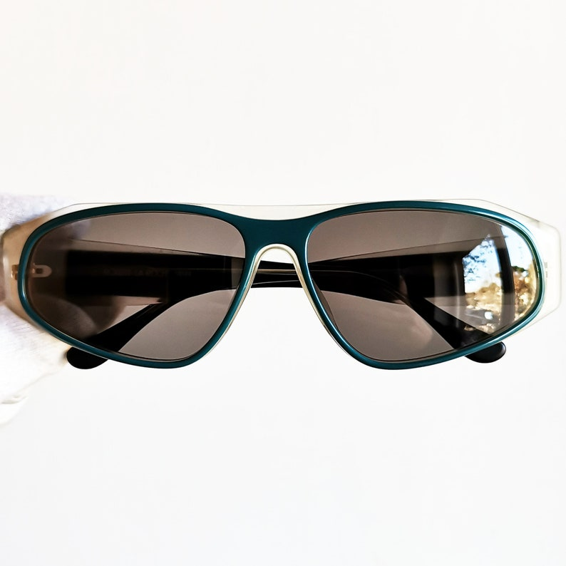 049a299c0f1 Oval vintage Sunglasses rare space age ufo wrap frame made in