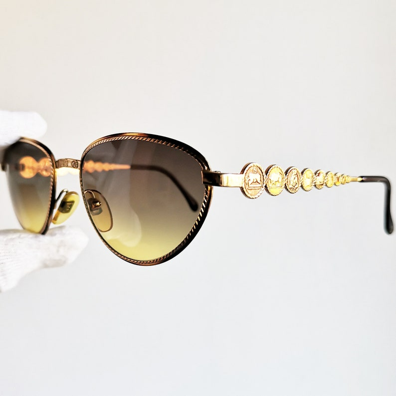 e32f816ba413 FENDI VINTAGE SUNGLASSES rare oval gold rim frame FS216 | Etsy