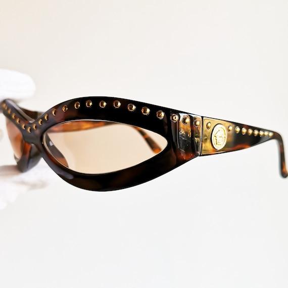 7a86accfdffdbf VERSACE lunettes de soleil vintage rare 440 M ovale wrap   Etsy