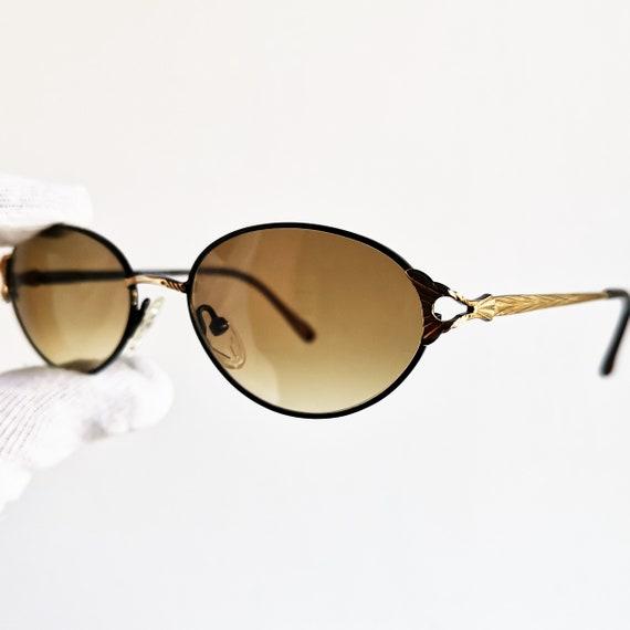 5b6d46bb58ddbb Vintage de lunettes de soleil ovale en or noir jante EMPORIUM   Etsy