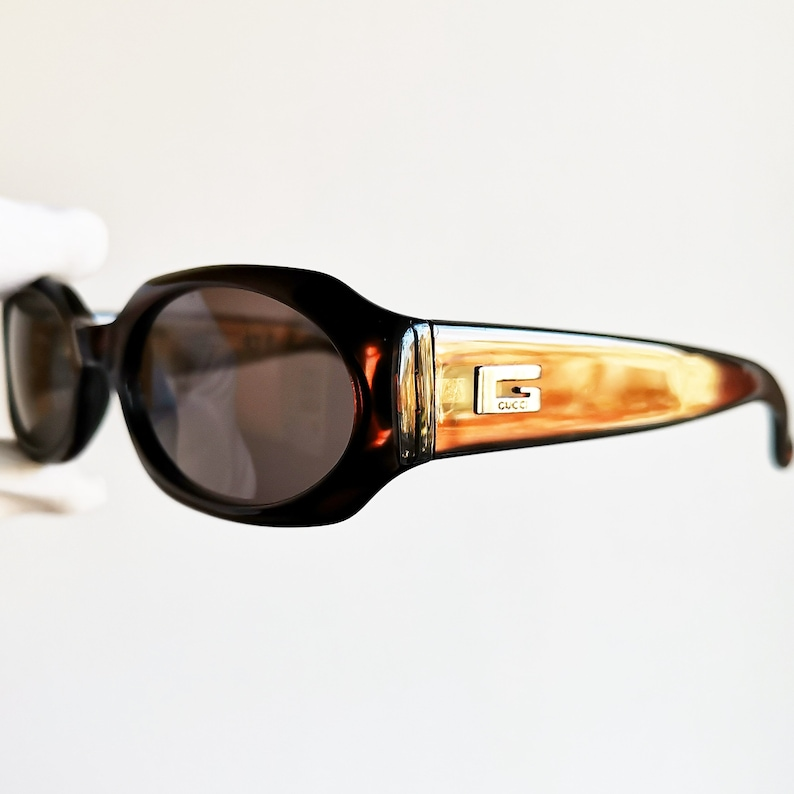 f090b34dc4a38 GUCCI vintage SUNGLASSES rare oval geometric lens iridescent red palladium  made in Italy GG2436/S wrap frame supreme 90s