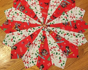 disney christmas tree skirt 26 inch diameter quilted red green white mickey mouse minnie mouse disney quilted