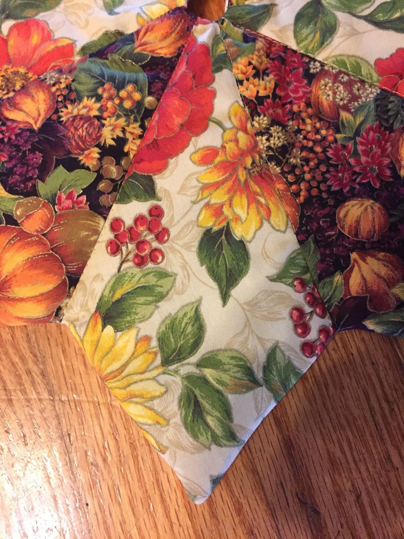 quilted table top harvest 18 inch diameter small fall leaves flowers pumpkins Autumn tree skirt tiny