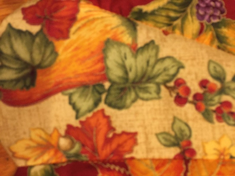 26 inch diameter Fall harvest flowers leaves pumpkins Autumn tree skirt small table top quilted