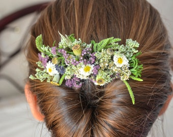 Wedding decoration with 3 items from natural dry meadow flowers in the form of a comb in the hair, boutonniere and ornaments on the arm