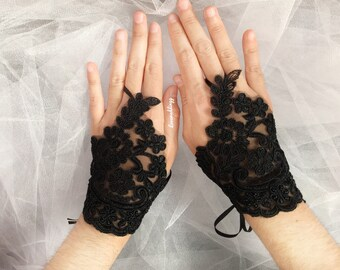 Halloween wedding bride, halloween bridal gloves, bridesmaid gloves, halloween wedding accessories, bridal accessories, bride gift