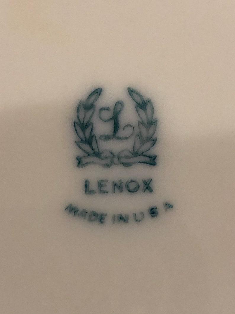 Lenox, Ivory Festonné Bowl 10-1/2» avec Gold Rim