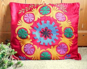Ethnic Suzani Pillow Cover - Handmade Embroideries - Boukhara - Cotton and Silk - Floral designs - Bohemian Decor - Bohemian Pillows