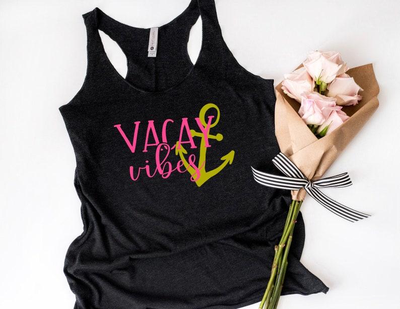 69b04710189 Vacay Vibes Racerback Tank Top Minimalist Womens Unisex Gift
