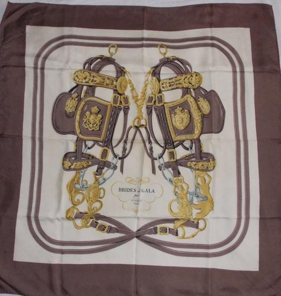 077b6aac055 Foulard carré soie vintage Hermès Brides de Gala roulotté main