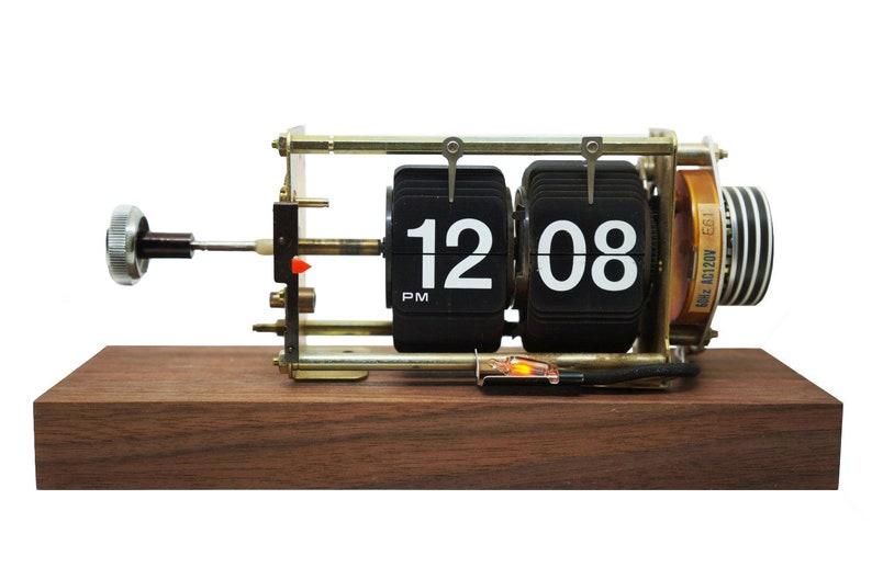 Vintage Flip Clock image 0