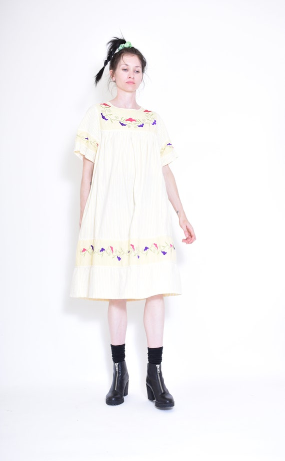 cutest VINTAGE yellow and white striped EMBROIDERE