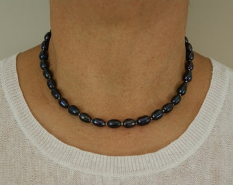 Black Rice Pearl Necklace with Small Pearls