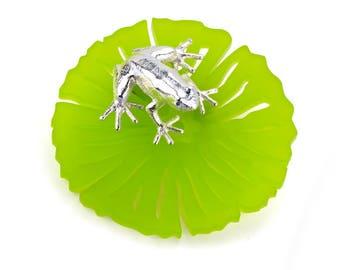 Poppy Frog Brooch