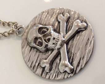 "18"" skull and crossbones necklace"