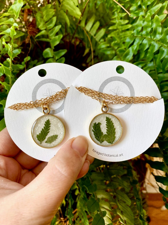Squirrel's foot fern gold circle necklaces