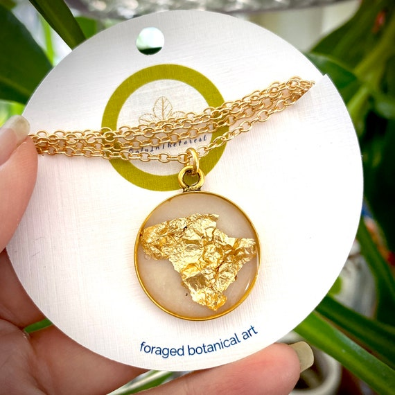 Gold flake gold circle necklace