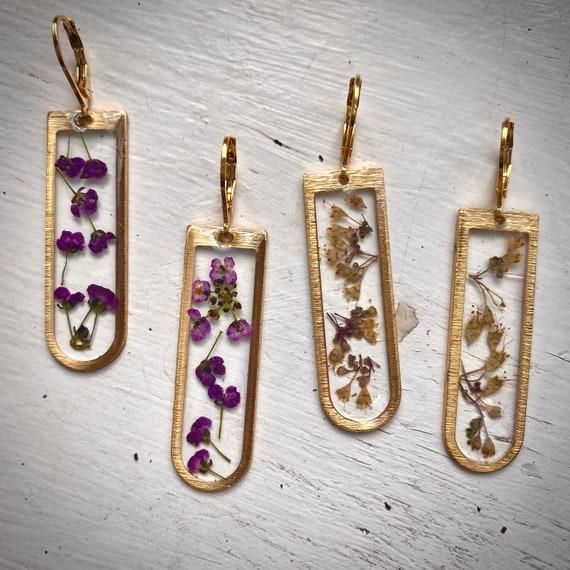 "Alyssum/ coral bells gold ""D"" dangly earrings"