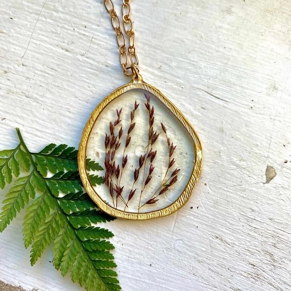 Wild red grass irregular circle necklace