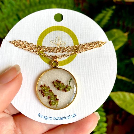 Mugwort flower gold circle necklace