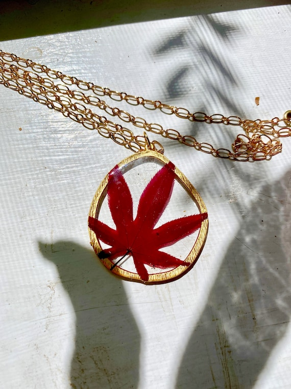 Japanese maple leaf irregular circle necklace