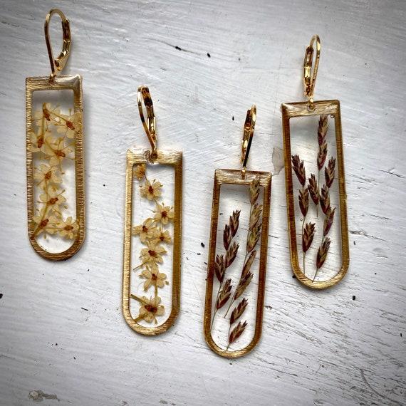 """Elderflower/ wild grass seed gold """"D"""" dangly earrings"""