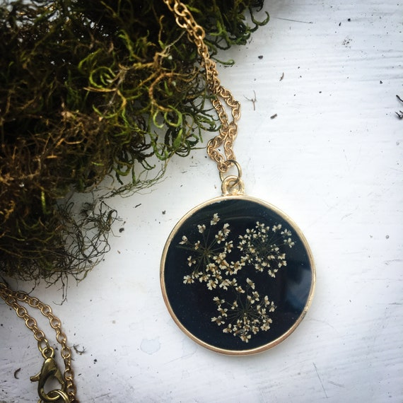 Queen anne's lace gold tone necklace