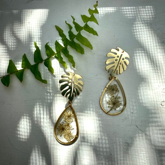 Queen annes lace/monstera post earrings