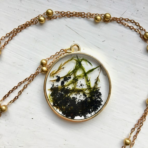 Icelandic seaweed and black sand circle necklace