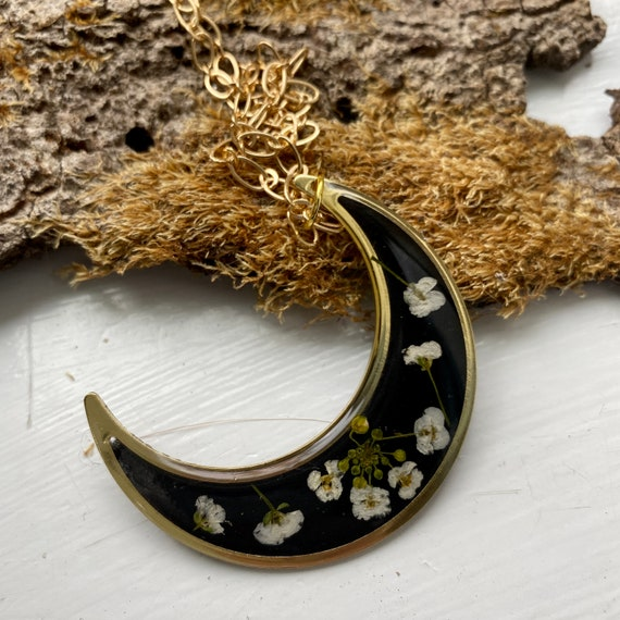Crescent moon sweet alyssum floral necklace