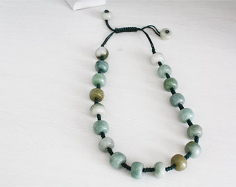 Necklace with pearls in green jade, ethnic style