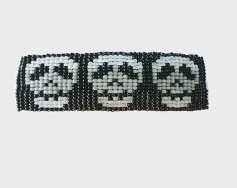 Handmade Seed Bead Beaded Barrette, Skull Barrette Hair Clip, Black and White French Clip Barrette, Hand Beaded Hair Accessory, Gothic Clip