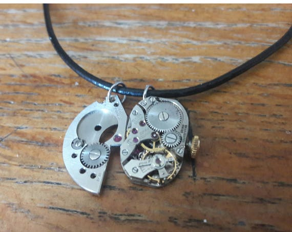 Necklace leather with 2 pendants of clockwork man