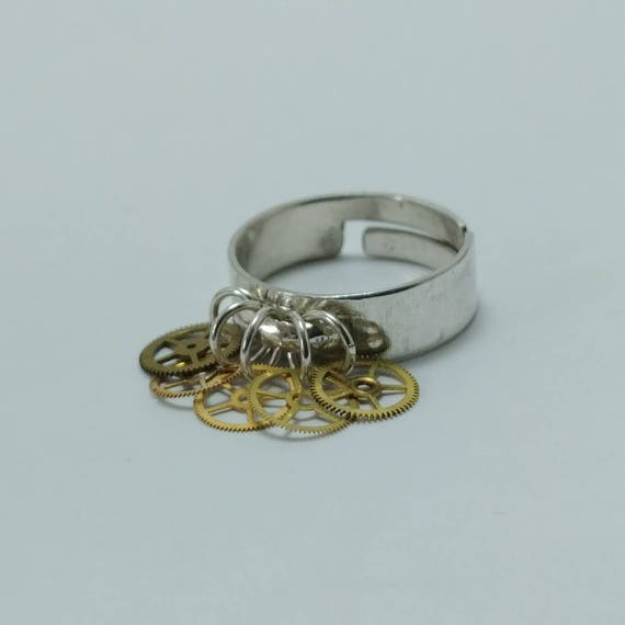 Adjustable silver ring with 5 gear charms
