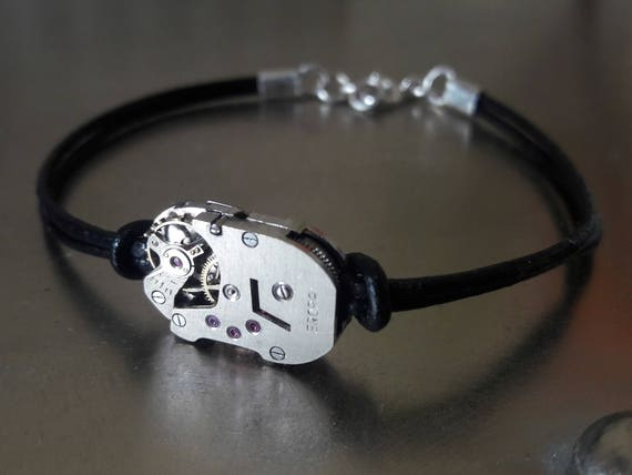 Men's bracelet in leather and old watch mechanism