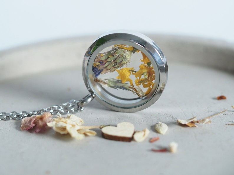 Real flowers medallion necklace dried flowers bridal image 0