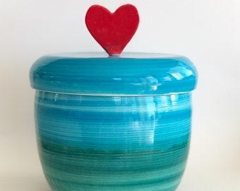 d0efdf06286 Red heart cookie jar