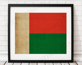Madagascar Flag Print, Madagascar Flag Art, Madagascar Gifts, Flag Poster, Housewarming Gift, Vintage Flag Wall Art, Madagascar Painting