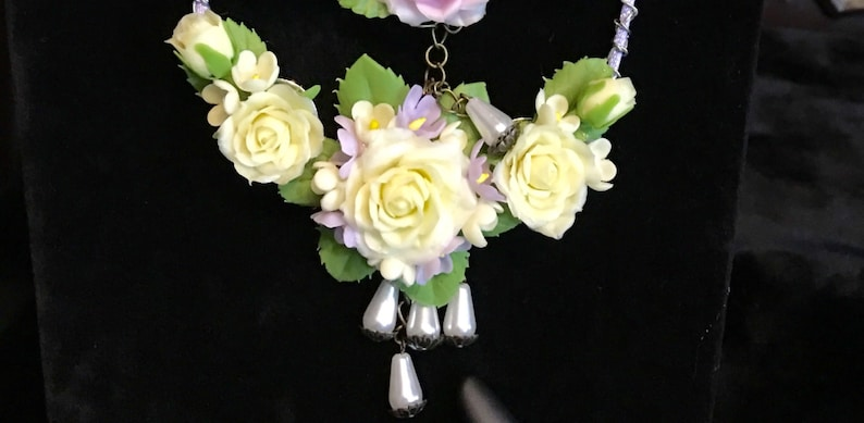 clay flower polymer clay floral necklace,gift for mom,Christmas gift,gift Yellow roses polymer clay roses charming  necklace