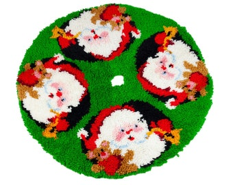 70s Latch Hook Santa Holiday Christmas Tree Skirt