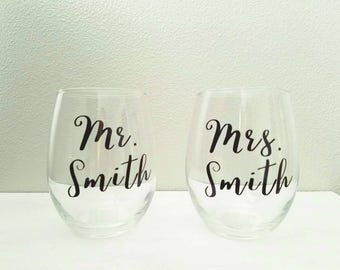 Mr and Mrs stemless wine glasses l Custom wedding glasses l bridal shower gift l wedding gift l bride and groom gift l personalized