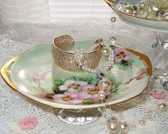Royal Grafton Jacobean Pink WILD ROSE Emboss Bone China Tea Cup /& Saucer ENGLAND