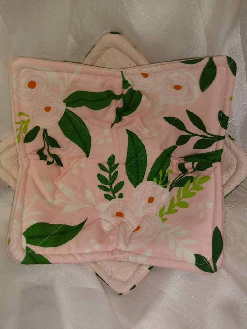 set of 2 Bowl cozy Pale pink with white flowers and green leaves